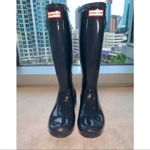 Hunter Glossed Navy Rain Boots Size 7!